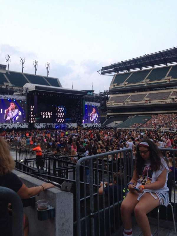 Lincoln Financial Field, section: 104, row: 2, seat: 18