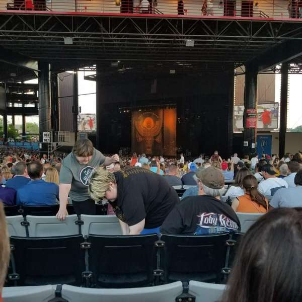 Hollywood Casino Amphitheatre (Tinley Park), section: 203, row: mmm, seat: 19-22