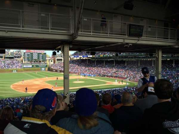 Wrigley Field, section: 211, row: 20, seat: 10