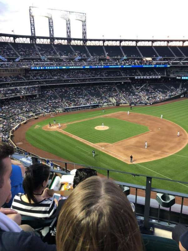 Citi Field, section: 404, row: 3, seat: 15
