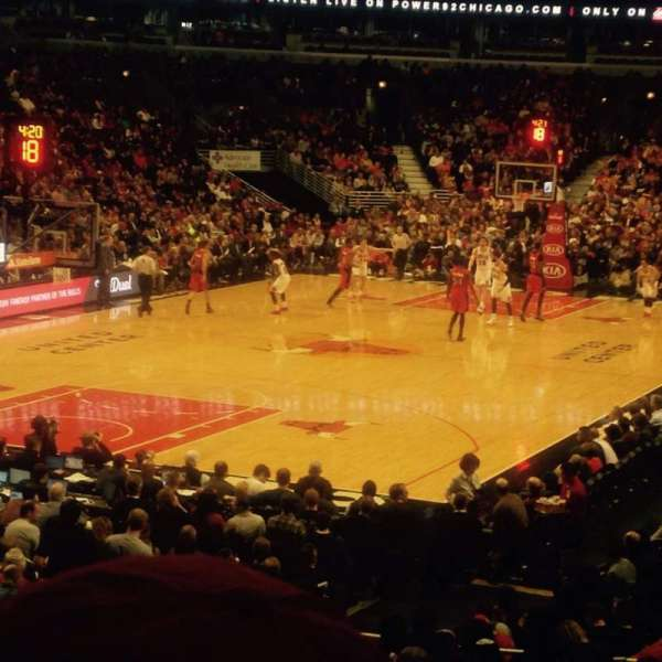 United Center, section: 115, row: 17, seat: 22