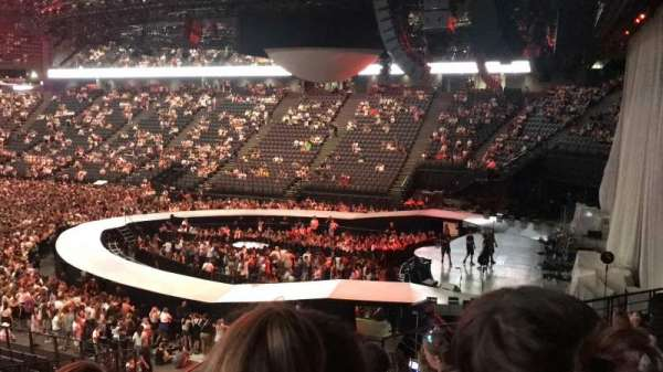 AccorHotels Arena, section: h, row: 5, seat: 10
