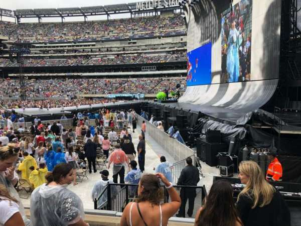 MetLife Stadium, section: 110, row: 4, seat: 4