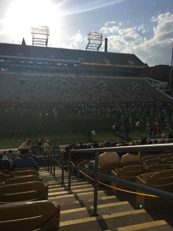 Bobby Dodd Stadium, section: CL4, row: 23, seat: 22