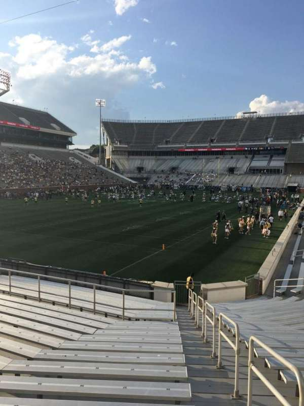 Bobby Dodd Stadium, section: 132, row: 22, seat: 32