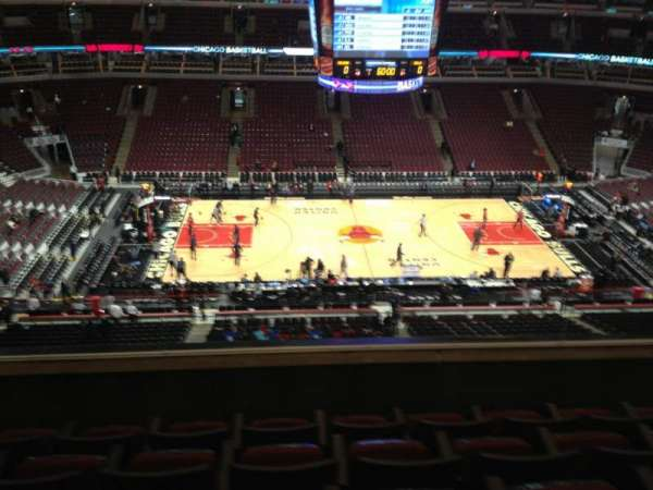 United Center, section: 302, row: 5, seat: 10