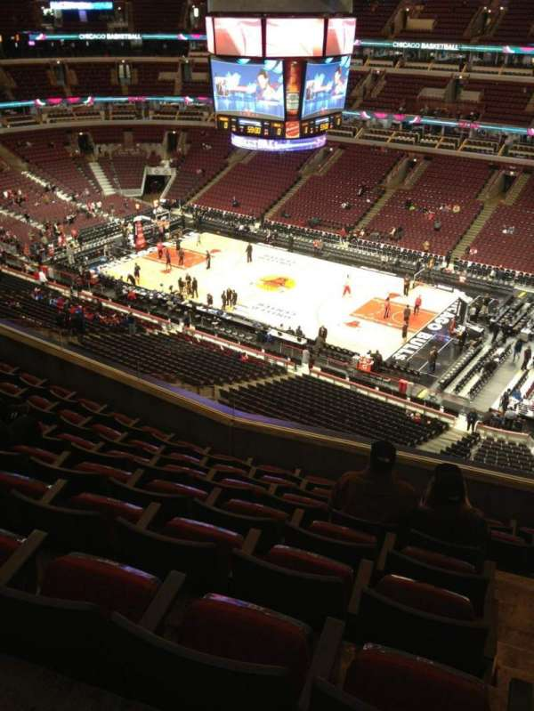 United Center, section: 332, row: 8, seat: 1