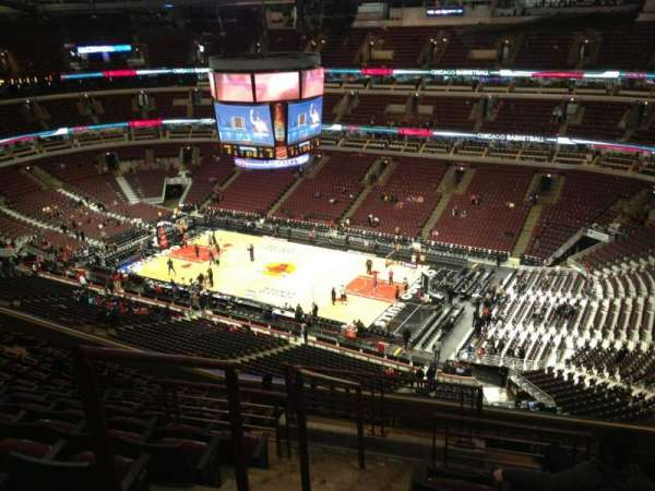 United Center, section: 331, row: 14, seat: 22