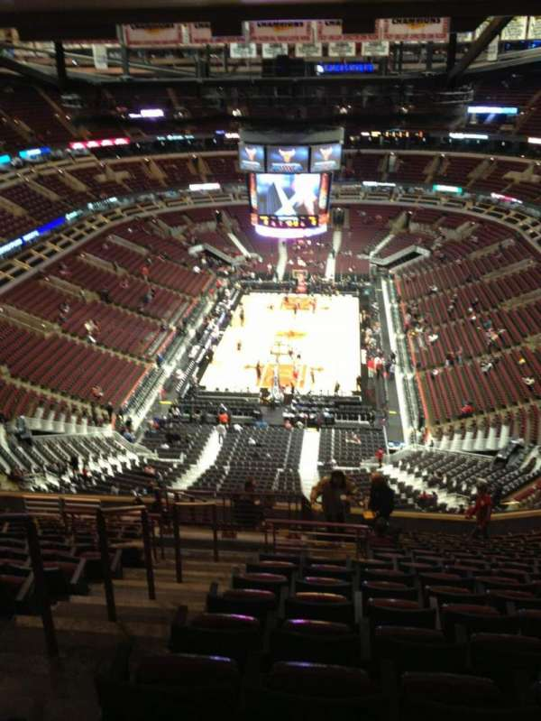 United Center, section: 325, row: 17, seat: 22