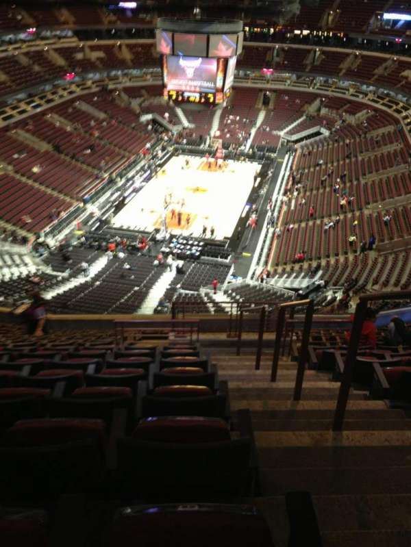 United Center, section: 325, row: 16, seat: 1