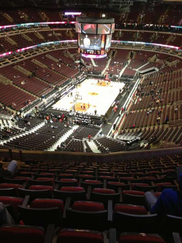 United Center, section: 324, row: 14, seat: 15