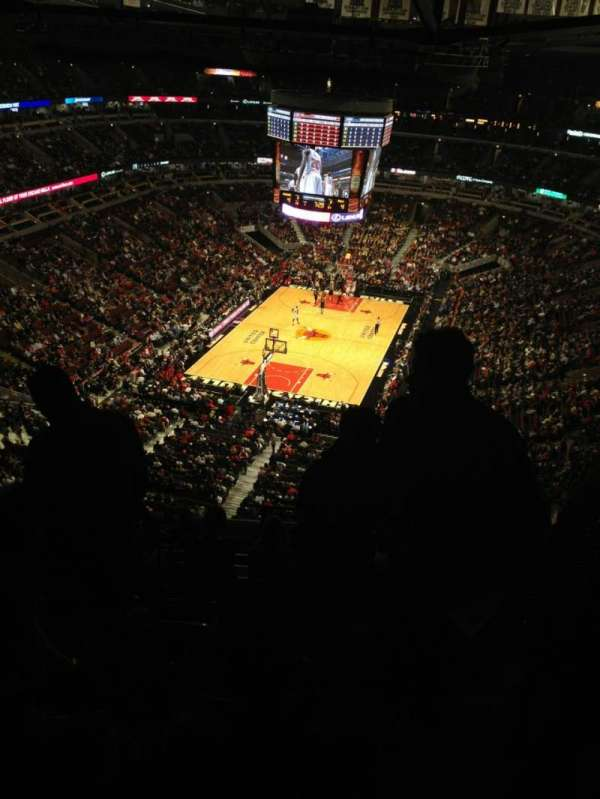 United Center, section: 325, row: 15, seat: 1