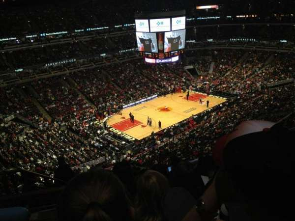 United Center, section: 321, row: 11, seat: 18
