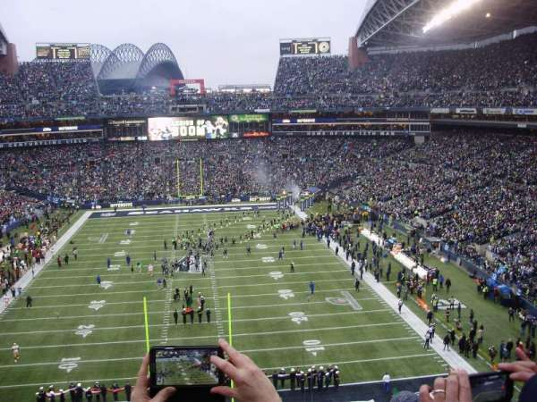 CENTURYLINK FIELD, section: 147, row: GG, seat: 32