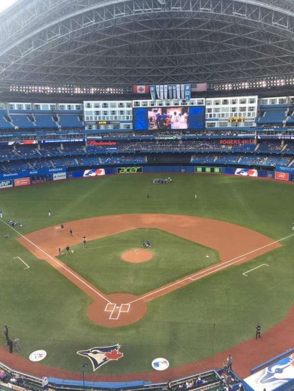 Rogers Centre, section: 524AR, row: 2, seat: 8
