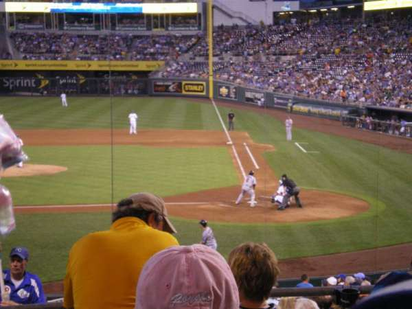 Kauffman Stadium, section: 224, row: CC, seat: 1