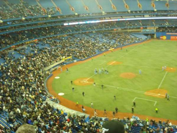 Rogers Centre, section: 517L, row: 3, seat: 108