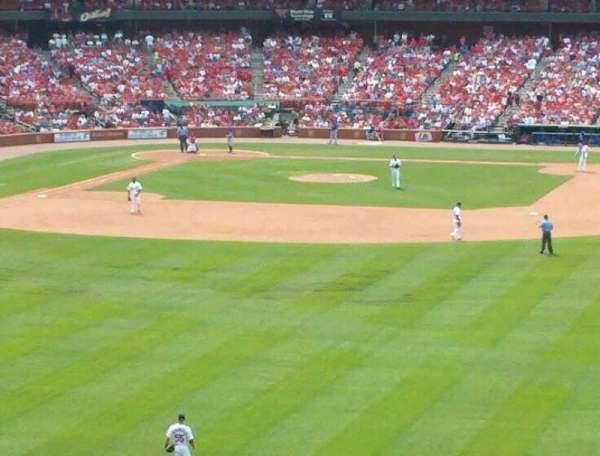 Busch Stadium, section: 107, row: 33, seat: 10