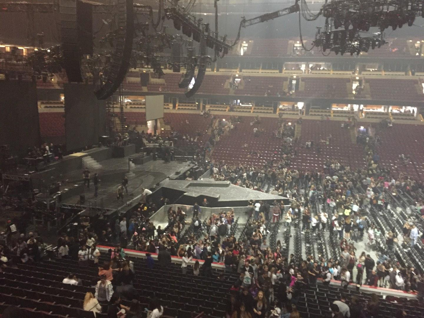 United Center Section 218 Row A Seat 9 Ariana Grande Vs