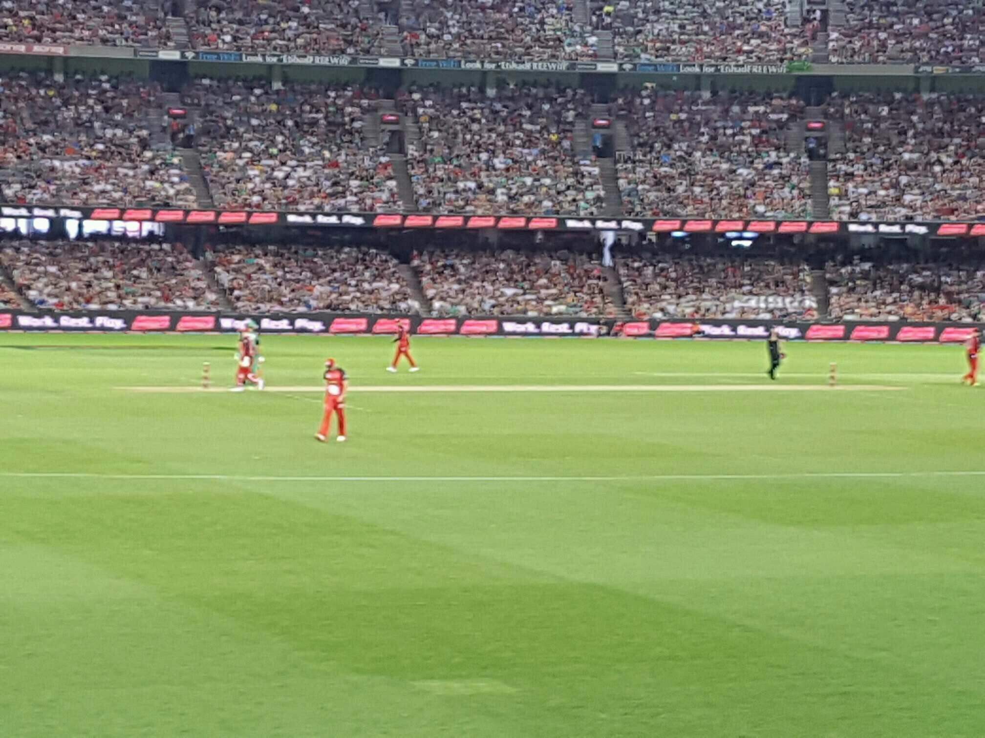 Etihad Stadium (Melbourne) Section 16 Row S Seat 61