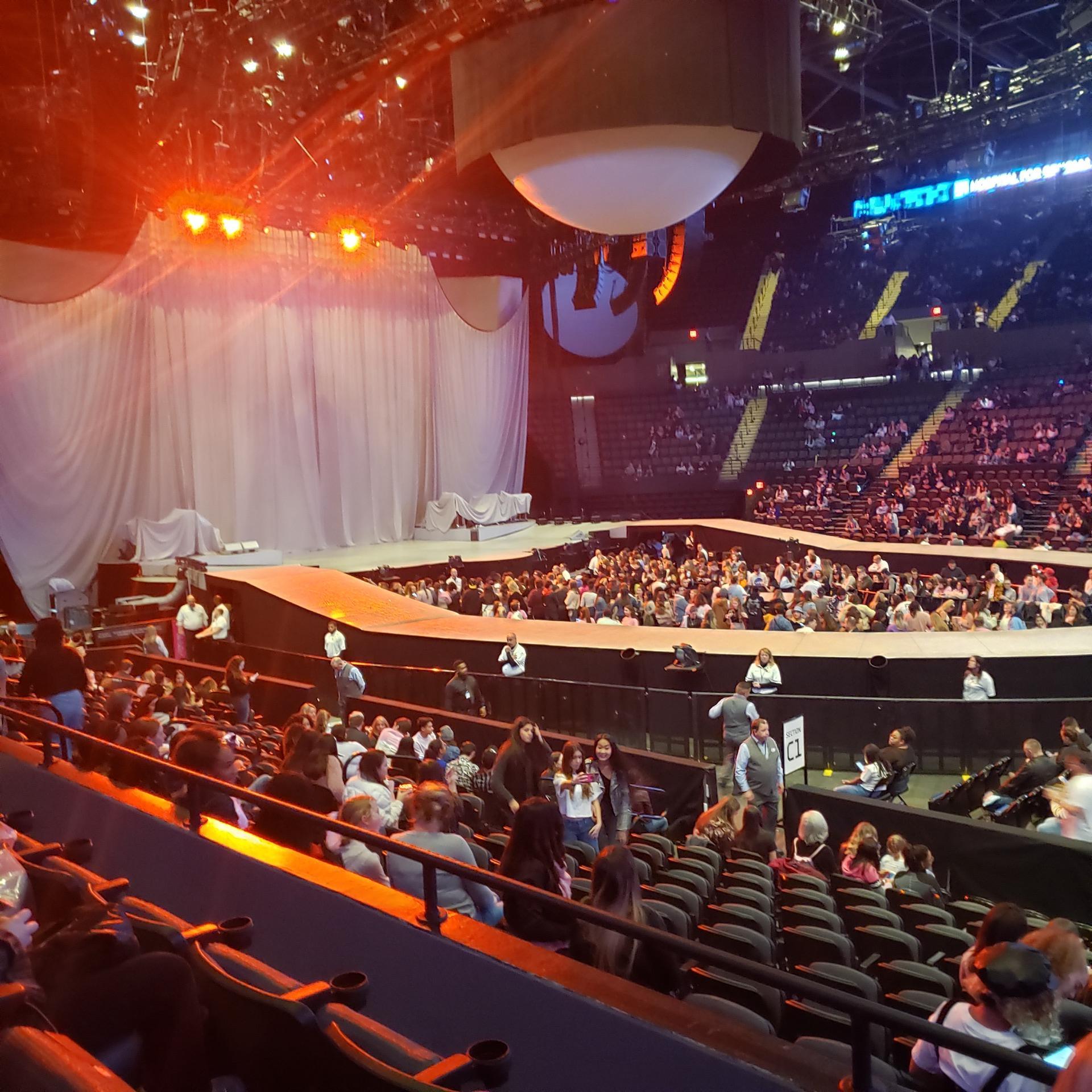 Nassau Veterans Memorial Coliseum Section 117 Row 3 Seat 1