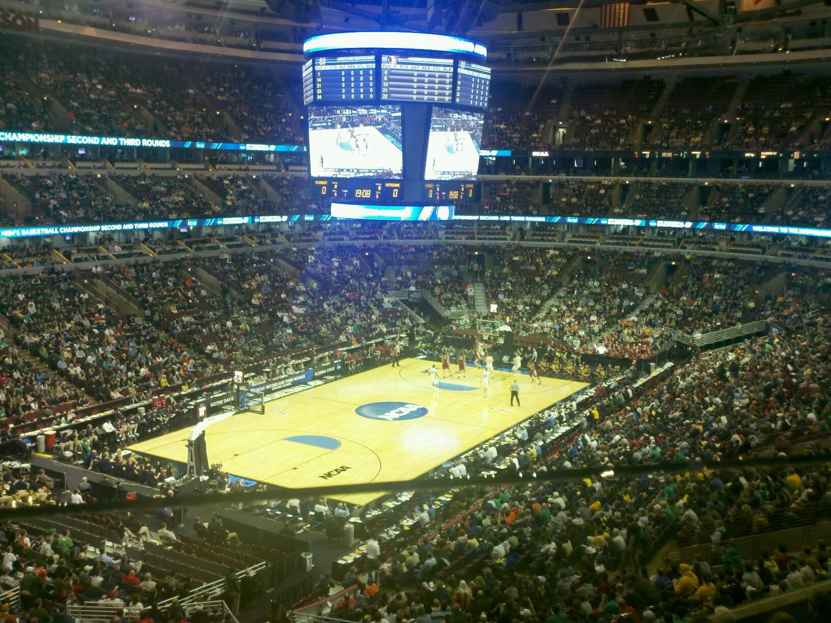 United Center Section 222 Notre Dame Fighting Irish Vs