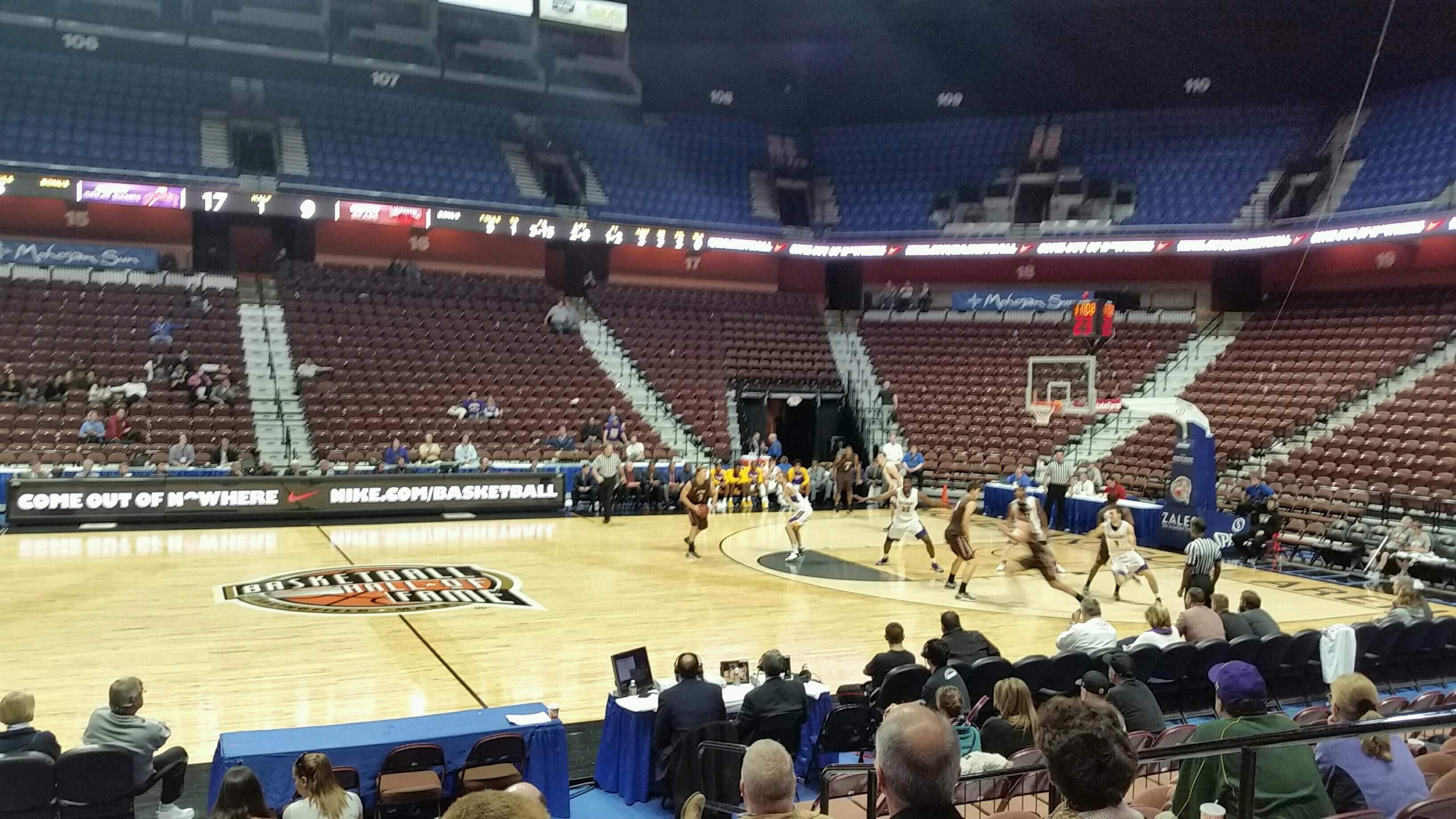 Mohegan Sun Arena Section 25 Row I Seat 5