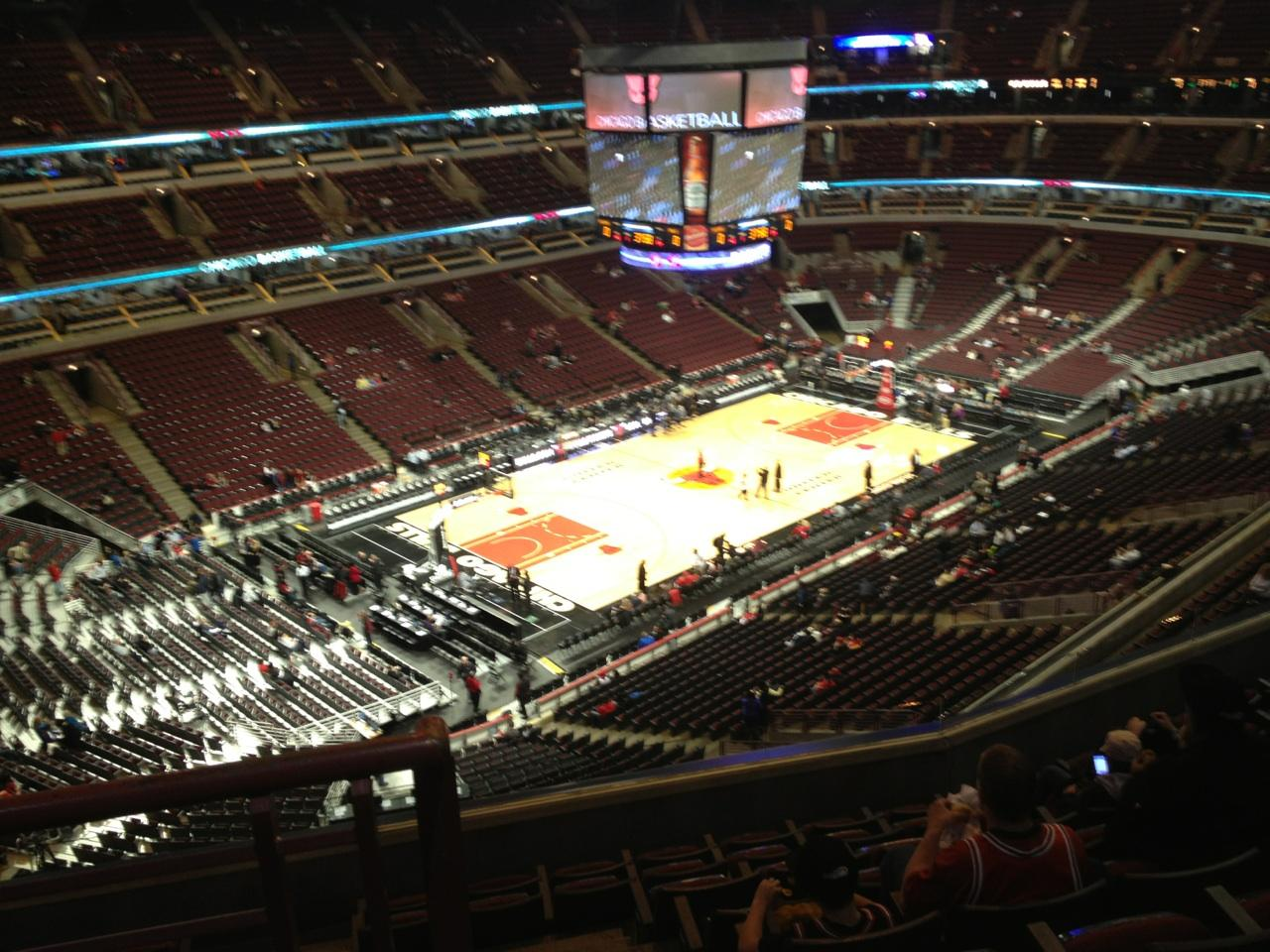 United Center Section 321 Row 9 Seat 20 Chicago Bulls Vs