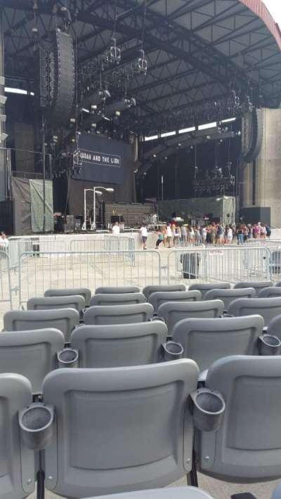 Jones Beach Theater, section: Orchestra, row: GG, seat: 21
