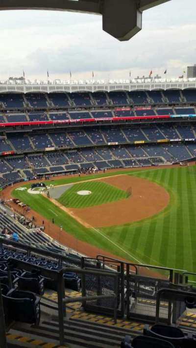 Yankee Stadium, section: 409, row: 11, seat: 22