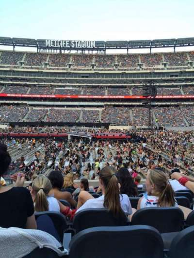MetLife Stadium, section: 139, row: 6
