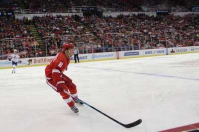 Joe Louis Arena, section: 123, row: 1, seat: 9