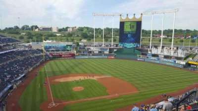 Kauffman Stadium, section: 425, row: R, seat: 13