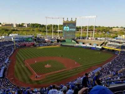 Kauffman Stadium, section: 423, row: EE, seat: 15