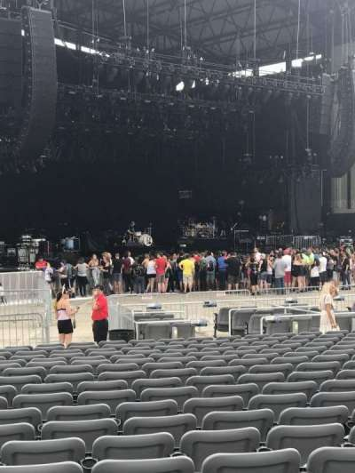 Jones Beach Theater, section: Orchestra H, row: Vv, seat: 15