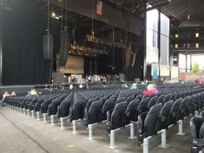 Hollywood Casino Amphitheatre (Tinley Park), section: 105, row: W, seat: 1