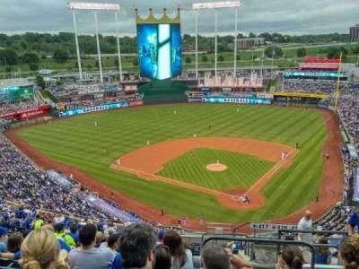 Kauffman Stadium, section: 417, row: EE, seat: 21