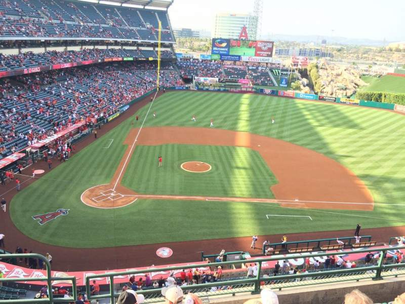 Seating view for Angel Stadium Section V424 Row E Seat 2