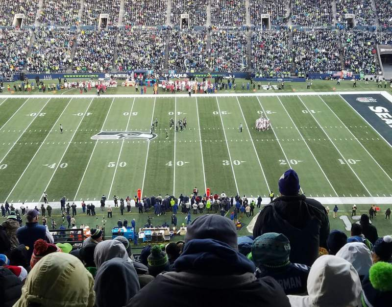 Seating view for CenturyLink Field Section 334 Row R Seat 18