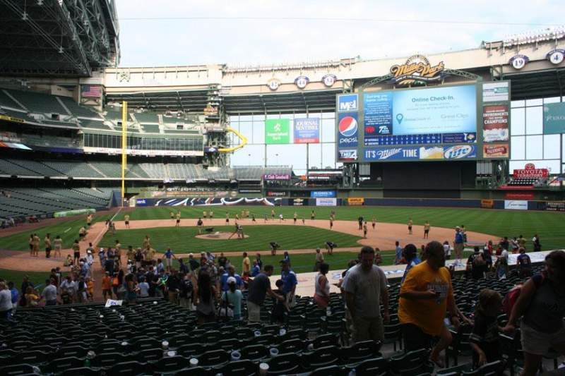 Seating view for Miller Park Section 115 Row 21 Seat 10