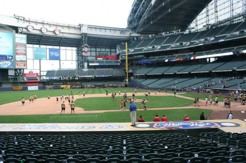 Seating view for Miller Park Section 122 Row 19 Seat 8
