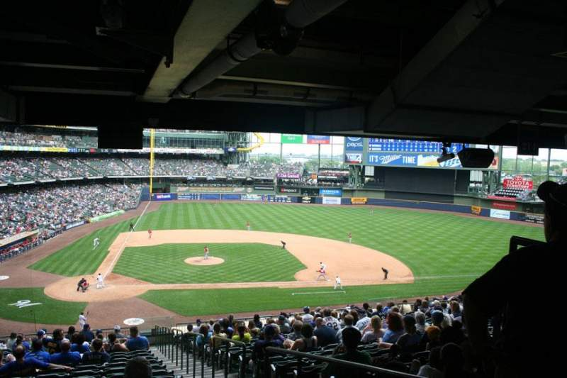 Seating view for Miller Park Section 215 Row 21 Seat 23