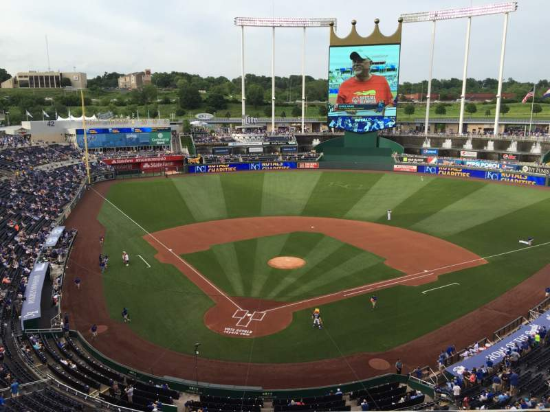Seating view for Kauffman Stadium Section 422 Row H Seat 2