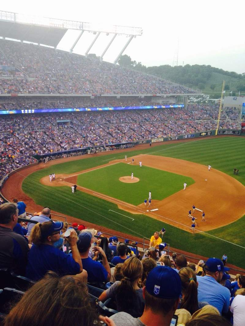 Seating view for Kauffman Stadium Section 433 Row P Seat 8