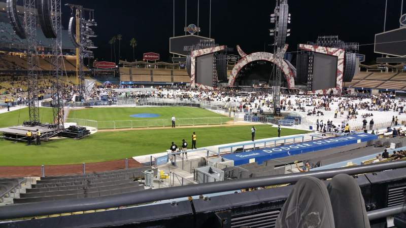 Seating view for Dodger Stadium Section 122lg Row B Seat 2