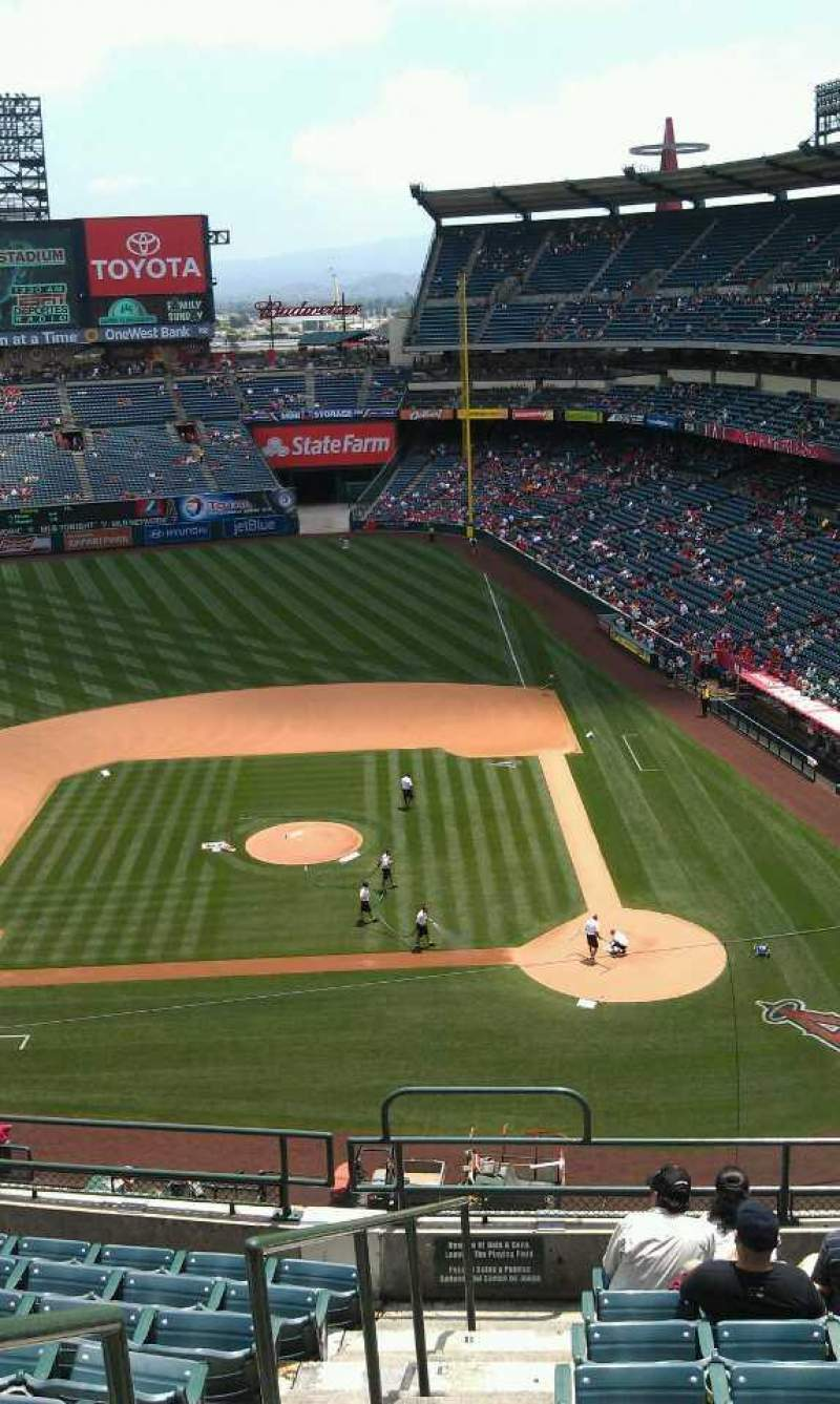 Seating view for Angel Stadium Section 414 Row j Seat 1