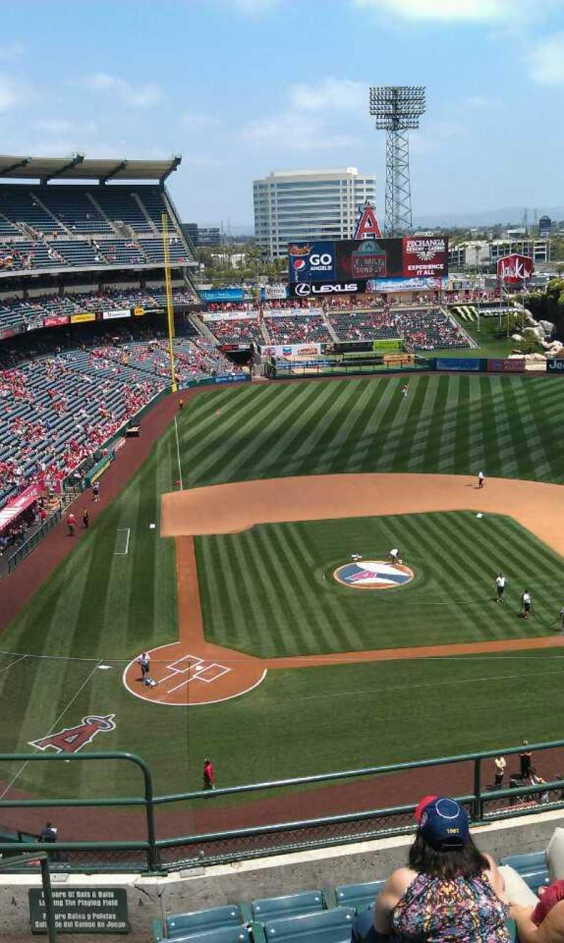Seating view for Angel Stadium Section V423 Row g Seat 1