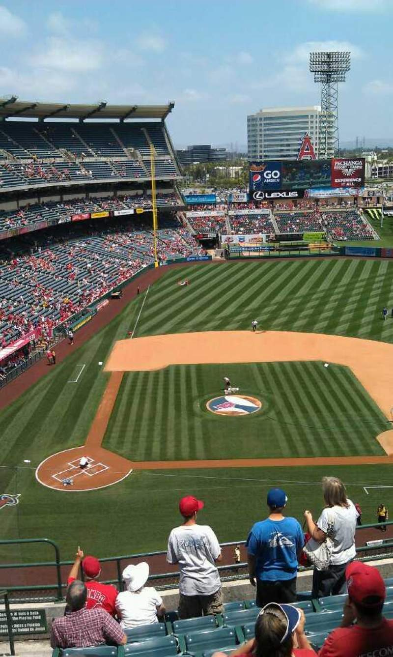 Seating view for Angel Stadium Section V424 Row j Seat 1
