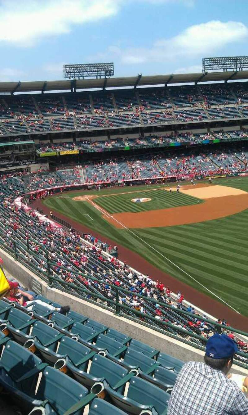 Seating view for Angel Stadium Section 432 Row f Seat 16