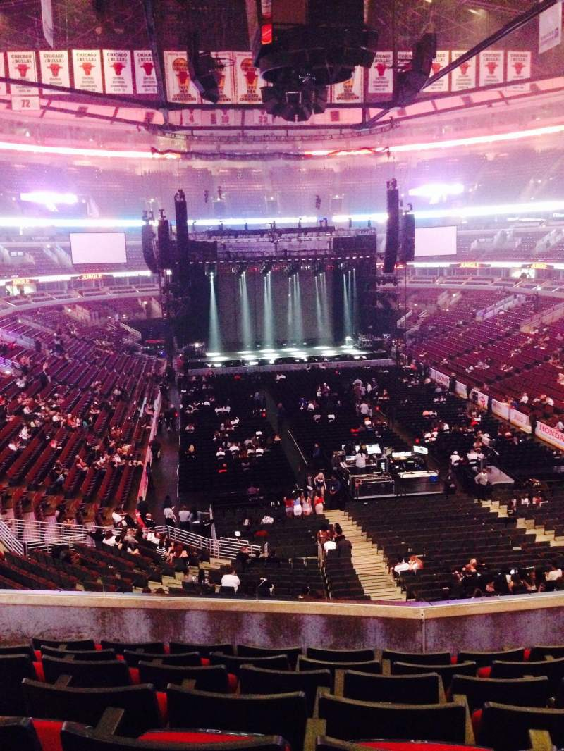 United Center Section 210 Row 7 Seat 8 Drake Tour
